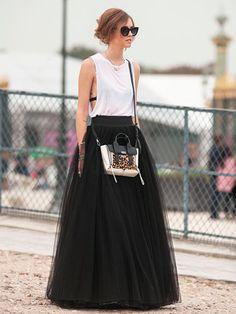 Chiara Ferragni wearing Alberta Ferretti skirt, 3.1 Phillip Lim bag, Thierry Lasry sunglasses