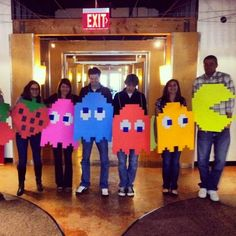 Another great Pac Man group costume! I could totally paint those on shirts! Team Costumes, Creative Halloween Costumes, Fall Halloween, Halloween Crafts, Happy Halloween, Halloween Decorations, Halloween Party, Twin Halloween, Halloween Couples