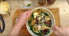 Astăzi, drag amator ale bucatelor delicioase, vă prezentăm o rețetă superbă de salată din ciuperci și fasole roșii. Salata este foarte apetisantă, aromată și gustoasă. Aperitivul se gătește extrem de rapid, doar combinați ingredientele banale și le amestecați. Puteți servi această salată chiar și la cină, deoarece nu este deloc calorică. Dar dacă veți înlocui maioneza cu uleiul vegetal, veți obține o salată gustoasă de post. INGREDIENTE – 1 cutie de fasole roșii conservate – 1 cuti Kfc, Coleslaw, Sprouts, Cabbage, Chicken, Meat, Food, Romanian Recipes, Salads