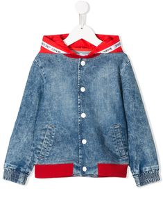 Red and blue cotton blend hooded denim jacket from LITTLE MARC JACOBS featuring a hood, a clasp fastening, long sleeves, contrasting panels and a printed logo. Denim Button Up, Button Up Shirts, Little Marc Jacobs, World Of Fashion, Red And Blue, Hoods, Women Wear, Cotton, Jackets