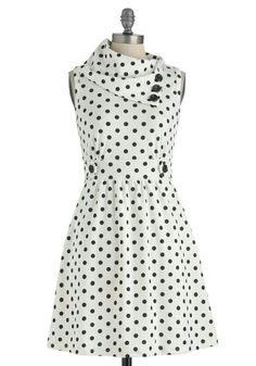 Amo los vestidos de puntos... solo le agregaria mangas y perfecto!