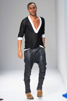 Olivier Rousteing, The genious behind Balmain. Fashion Week, Fashion Pants, Fashion Show, Leather Fashion, Leather Men, Mens Fashion, Leather Pants, Dhoti Pants For Men, Men Trousers