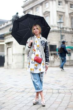 Check out the movers and shakers at London Fashion Week whose sweet style floats our boat. Fashion Pictures, Style Pictures, Style Snaps, Sweet Style, London Fashion, Boyfriend Jeans, Casual Chic, Catwalk, Autumn Fashion