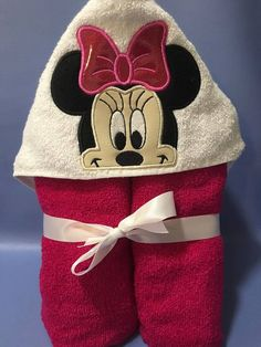 Minie Hooded Towel In the hoop design by BowsAndClothesDesign Towel Boy, Baby Towel, Towel Embroidery, Machine Embroidery Applique, Applique Designs, Embroidery Designs, Mini E, Disney Baby Clothes, Sewing For Kids