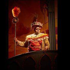 音樂劇<輕輕公主> 因為失去母親而變得心情沉重的王子,跟受到詛咒失去重量而變的身體輕盈的異國公主,他們要如何破解兩人之間越來越大的差異而廝守在一起呢?  由Tori Amos作詞作曲、山繆亞當森Samuel Adamson作詞編劇的音樂劇<輕輕公主>(The Light Princess)正在倫敦國家劇場(NT/National Theatre)上演,將演出至2014年1月9日。 Painting, Painting Art, Paintings, Painted Canvas, Drawings