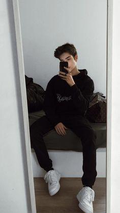 Beautiful Boys, Pretty Boys, Grunge Boy, Cute White Boys, Cute Teenage Boys, Photography Poses For Men, Tumblr Boys, Mode Streetwear, Mens Clothing Styles