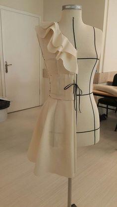 Corset Tutorial using zipties as boning - Salvabrani Fashion Sewing, Diy Fashion, Fashion Dresses, Origami Fashion, Fashion Details, Fashion Design Portfolio, Fashion Design Sketches, Dress Sewing Patterns, Clothing Patterns