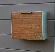 Dieser Edelstahl und gebeizt Mahagoni Postfach misst 14,5 W x 11.5 H x 6 D. Manchmal bekomme ich Anfragen für Ipe Holz aber da Ipe ist zu hart, mit zu arbeiten und zu schwer, um für die Mailbox verwenden ich Beize Mahagoni, stattdessen entsprechen. Dies ist ein Artikel zu bestellen.