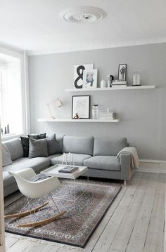 wohnzimmerwand ideen in grau wandfarben: Free Interior Design, Scandinavian Interior Design, Coin Salon, Charles Eames, Small Spaces, Small Rooms, Salons Cosy, Home Staging Tips, Beaux Salons