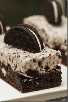Cookies & Cream Brownies...I am wishing right now I could snap my fingers and these little darlins would be made!