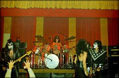 Kiss Group, Vintage Kiss, Kiss Pictures, Kiss Photo, Downtown Vancouver, Kiss Band, Ace Frehley, Hot Band, Star Children