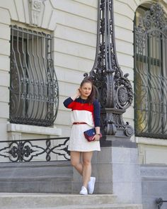 ROXANE - Style : A sporty outfit featuring a red, blue and white striped top and a white skirt. Also loving the mini skirt and sneaker look Skirt And Sneakers, Sneakers Looks, White Skirts, Mini Skirts, Sporty Outfits, Fitness Inspiration, Blue And White, Shirt Dress, Chloe