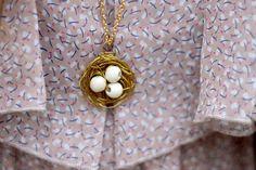 Make this eggggggsellent bird's nest necklace.