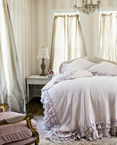 """The 5 Prettiest Bed Ideas to Steal Right Now #4 The """"mush"""" factorevery romantic bed needs. #OMagazineSA"""
