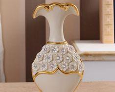 Luxusná porcelánová váza s kvietkami v bielo-zlatej farbe, 25,5 cm x 13 cm . Colour
