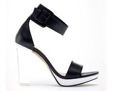 25 zapatos chic para la temporada de calor  http://www.glamour.mx/moda/shopping/articulos/complementos-zapatos-verano-2013/1615