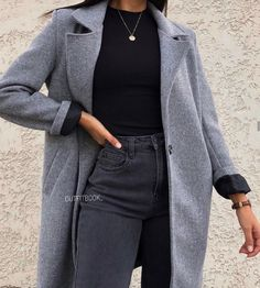 beautiful autumn outfits - Find the most beautiful outfits for your fall look. - beautiful autumn outfits - Find the most beautiful outfits for your fall look. Winter Fashion Outfits, Fall Winter Outfits, Look Fashion, Autumn Fashion, Fashion 2020, Ootd Winter, 2000s Fashion, Summer Outfits, Retro Fashion