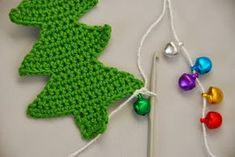 Crochet Christmas tree pattern and tutorial: First bauble attached