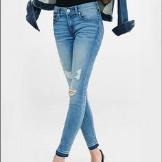 Express Jeans Mid Rise Cropped Legging Perfect condition! Size: 6 Express Jeans Ankle & Cropped