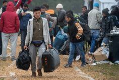 Rund 10.000 Flüchtlinge sind nach Informationen des SPIEGEL zuletzt täglich in Deutschland erfasst worden. Die Verwaltungsgerichte sind angesichts der vielen Asylverfahren überfordert.