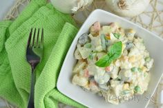 If you like potato salad, but you would like to try it in a lighter and less caloric form, try to make it using cauliflower and yogurt. Its taste is not so different from the cl. Cauliflower Potatoes, Cauliflower Salad, Salada Light, Low Calorie Recipes, Healthy Recipes, Classic Potato Salad, Desserts Sains, Healthy Alternatives, Other Recipes