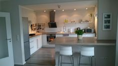 So much counterspace! New Kitchen, Kitchen Dining, Kitchen Cabinets, Kitchen Shades, Kitchen Diner Extension, Uk Homes, Modern Kitchen Design, Little Houses, Apartment Living