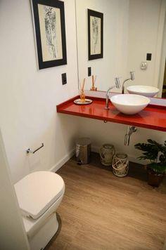 Bathroom . Banheiro . bano . silestone . cuba deca . piso vinilico . vaso sanitario roca nexo . interruptor preto . decor . red