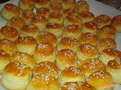 Mashed Potatoes, Hamburger, Food And Drink, Bread, Ethnic Recipes, Nova, Basket, Whipped Potatoes, Smash Potatoes