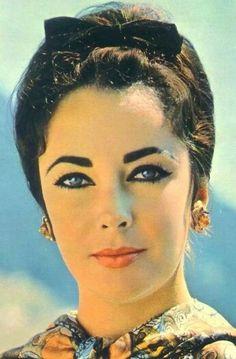Elizabeth Taylor, so beautiful!