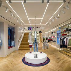 Tommy Hilfiger re-opens Premium concept store in Amsterdam Boutique Tommy Hilfiger, Tommy Hilfiger Store, Amsterdam, Showroom Design, Milan Fashion Weeks, London Fashion, Merchandising Displays, Retail Design, Store Design