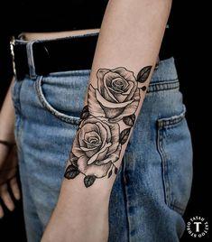 Medium Tattoos For Women Forearm Skull Thigh Tattoos, Rose Tattoo Forearm, Henna Tattoos, Henna Tattoo Designs, Flower Tattoo Designs, Forearm Tattoos, Body Art Tattoos, Sleeve Tattoos, Cool Chest Tattoos