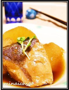 """Buri Daikon - Simmered Yellowtail Fillet with Daikon Radish! """"Here's an easy recipe for buri daikon using yellowtail fillets. Daikon Recipe, Cook Pad, Healthy Drinks, Healthy Recipes, Great Recipes, Dinner Recipes, Radish Recipes, Healthy Comfort Food, Fish And Seafood"""