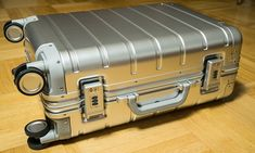 """Xiaomi 20"""" Aluminum Suitcase - Review   elProducente.com Travel Carry On Suitcase, Carry On Luggage, Carry On Bag, Number Code, Carry On Size, Rimowa, Airport Security, Travel Gadgets"""