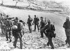 Fallschirmjägers in Italy 1944