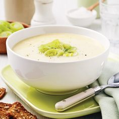 Potage aux poireaux et pommes de terre - Je Cuisine I Love Food, Good Food, Yummy Food, Awesome Food, Chicken Broth Can, Soup Recipes, Healthy Recipes, Bowl Of Soup, Food To Make