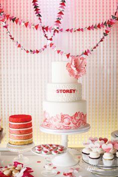 Apaixonada neste bolo da Intricate Icings Cake Design