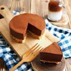 超簡単!レンチンして混ぜるだけ‼️ 焼かないレアチョコケーキです。