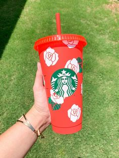 Starbucks Cup Design, Starbucks Tumbler Cup, Personalized Starbucks Cup, Custom Starbucks Cup, Personalized Cups, Starbucks Crafts, Starbucks Halloween, Halloween Cups, Disney Starbucks