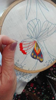 Hand Embroidery Design Patterns, Ribbon Embroidery Tutorial, Hand Embroidery Projects, Hand Embroidery Videos, Creative Embroidery, Silk Ribbon Embroidery, Bullion Embroidery, Butterfly Embroidery, Embroidery Stitches