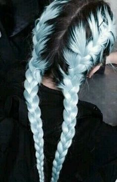 35 Cute And Crazy Hair Color Ideas For Long Hairs - Bafbouf Cute Hair Colors, Hair Dye Colors, Hair Color Blue, Cool Hair Color, Pastel Blue Hair, Light Blue Hair, Blue Colors, Crazy Color Hair Dye, Black Hair Pink Highlights