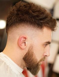 Skin fade haircuts have been a popular addition to men's haircuts for years and the trend will not go away any time soon. Skin fades look hot with modern, trendy and classic men's hairstyles. Classic Mens Hairstyles, Classic Haircut, Easy Mens Hairstyles, Men's Hairstyles, 1950s Hairstyles, High Skin Fade, Popular Mens Haircuts, Cool Mens Haircuts, Men's Haircuts