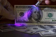 ***Técnicas para Reconocer Dólares Falsos*** Aprende algunas técnicas simples para identificar dólares falsos y con sólo aplicar un poco de observación....SIGUE LEYENDO EN.... http://comohacerpara.com/tecnicas-para-reconocer-dolares-falsos_11426e.html