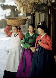 Korean Traditional Clothes ~Via Huilin Fang Korean Hanbok, Korean Dress, Korean Outfits, Korean Traditional Dress, Traditional Fashion, Traditional Dresses, Korean Beauty, Asian Beauty, Mode Baroque