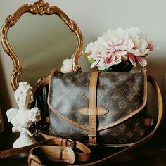 Louis Vuitton Saumur 30 Monogram Browns Cross Body Bag $451