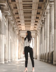 12 Alarming Footwear Pictures Woman In White Long-sleeved Shirt And Black Pants Standing In Between Pillars Take The Opportunity, Foto E Video, Black Pants, Long Sleeve Shirts, Leather Pants, Elegant, Stylish, Instagram, Trousers Fashion