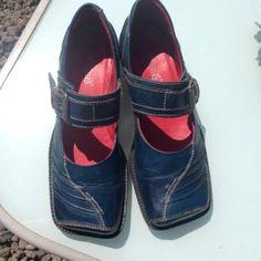 Tiggers Schuhe, blau, Gr. 39 in München