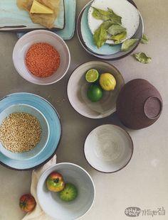 행복이가득한집 Design your lifestyle 뮤지컬 배우 옥주현의 그릇 이야기 온전히 나를 찾는 시간 Plates And Bowls, Ceramic Plates, Pottery, Ceramics, Dishes, Cooking, Product Design, Tableware, Photography