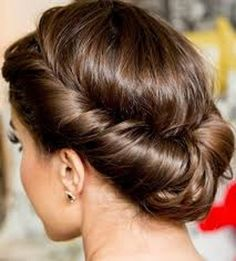 Winter is here so you will be looking for some hot ideas for you long hair that's why here we are giving ideas for easy Updos for long hair in 2016-2017.  These Updos for long hair will give you a charming and perfect look for some outings, festivals , events and marriage ceremonies.