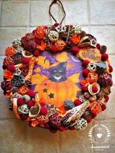 Halloweeni kopogtató, Halloween wreath, Cat wreath, Happy Halloween 4th Of July Wreath, Happy Halloween, Wreaths, Cat, Home Decor, Decoration Home, Door Wreaths, Room Decor, Cat Breeds