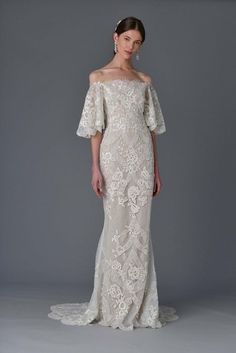 See the complete Marchesa Bridal Spring 2017 collection.